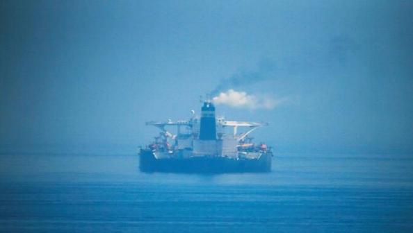 ناقلات نفط إيرانية تصل سواحل سوريا