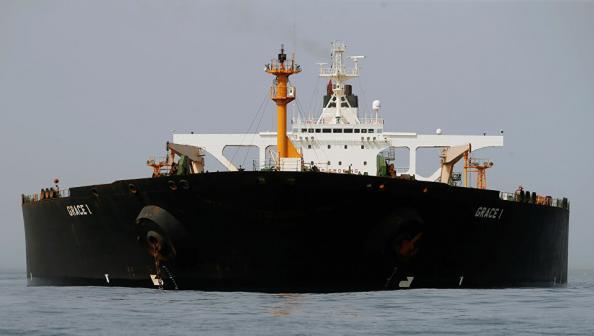 ناقلة نفط إيرانية ثالثة تتجه نحو سوريا لإدخالها إلى لبنان