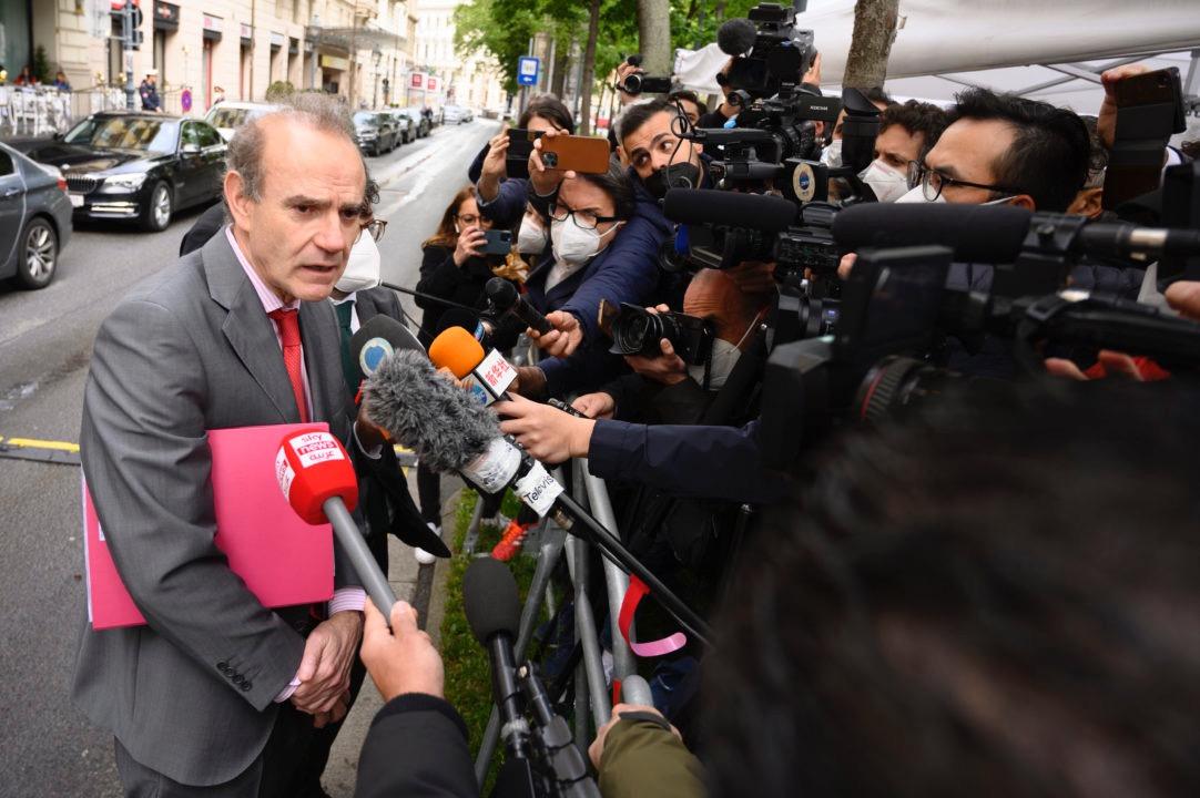 قال إنريكي مورا، مسؤول الاتحاد الأوروبي المشرف على المفاوضات، للصحفيين إنه متأكد من التوصل إلى اتفاق في الجولة المقبلة من المحادثات
