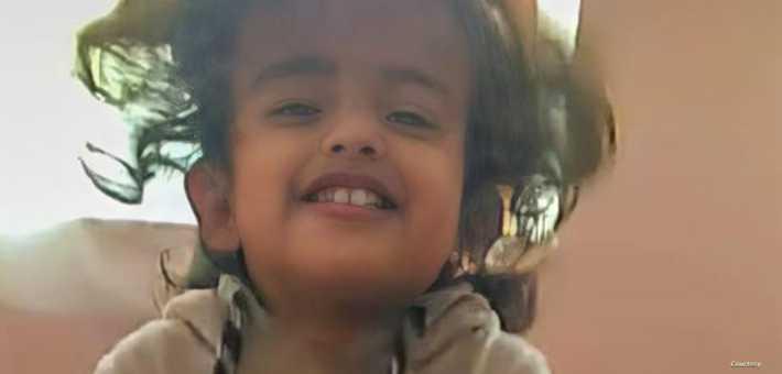 وسائل التواصل الاجتماعي ضجت بصورة الطفلة اليمنية، ليان طاهر فرج، التي قضت بقصف حوثي، وتفحمت جثتها، أثناء احتراقها مع والدها في محافظة مأرب