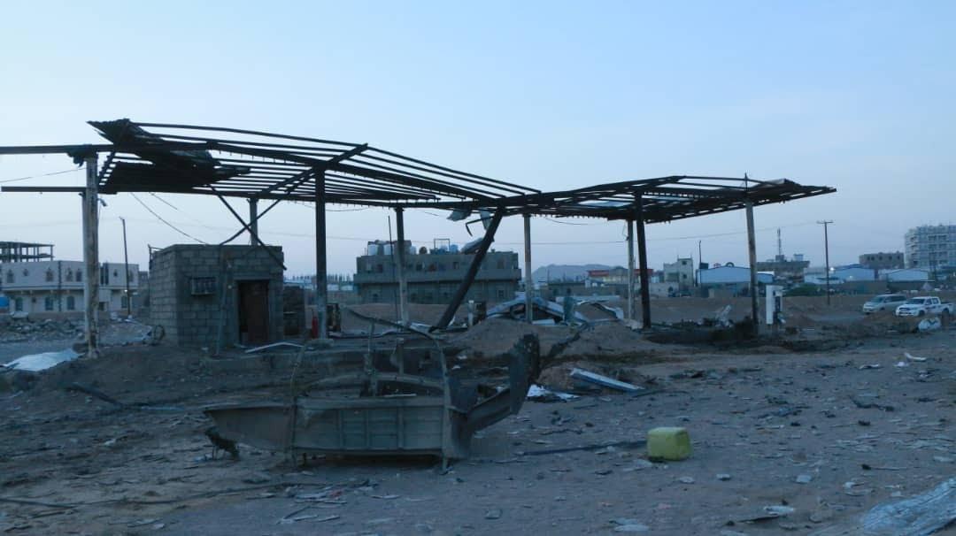 الحكومة اليمنية قالت إن الانفجار الذي دمر محطة البنزين وأدى إلى مقتل 21 شخصا نتج عن صاروخ أطلقه الحوثيون على مأرب