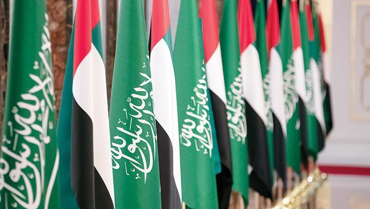 رويترز قالت إن كلا من السعودية والإمارات تتحاوران مع إيران لاحتواء التوترات