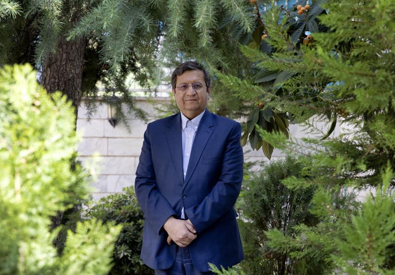 """عنونت وكالة """"أسوشيتد برس"""" مقابلة مع همتي، بـ""""مرشح إيراني يقول إنه مستعد للقاء بايدن"""""""