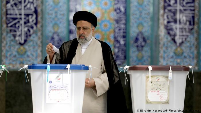 يرى مراقبون أن المرشح الأبرز للفوز بالانتخابات الرئاسية هو القاضي المتشدد ابراهيم رئيسي