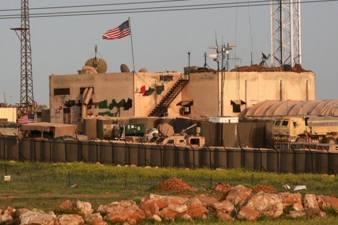تعتبر قاعدة حقل العمر النفطي في ديرالزور من أكبر قواعد التحالف الدولي بقيادة واشنطن في سوريا