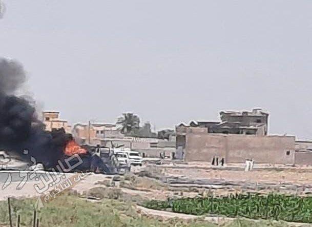 احتراق شاحنة تحمل أسلحة وذخيرة للحرس الثوري الإيراني بعد تعرضها لقصف جوي على الحدود العراقية السورية