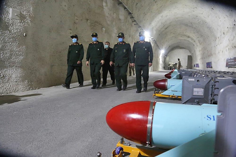 كشف مسؤولون أمريكيون أن الولايات المتحدة تعتزم فرض عقوبات ضد مشروع المسيرات والصواريخ الموجهة الإيرانية