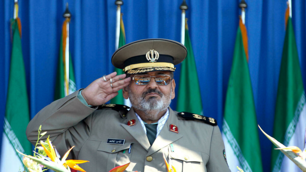 شغل فيروز آبادي منصب قائد أركان الجيش الإيراني على مدى 27 عاما، من 1989 حتى 2016