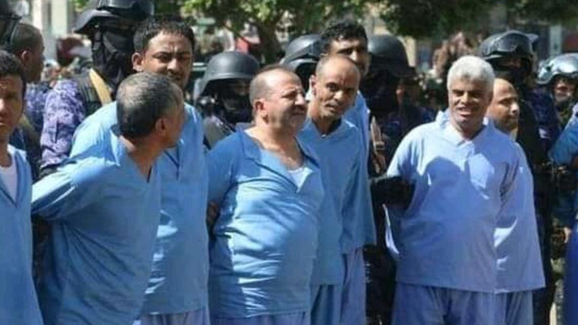 ميليشيا الحوثي أعدمت 9 أشخاص، بينهم قاصر، بالرصاص، في وقت سابق اليوم، بصنعاء، بعد اتهامهم بالتورط بمقتل رئيس مجلسهم السياسي، صالح الصماد.