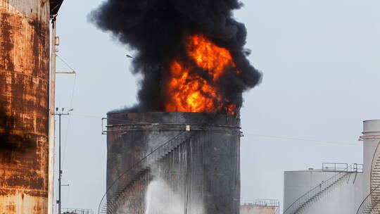الحريق نشب نتيجة خطأ خلال عملية نقل مادة البنزين من الخزان